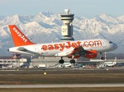 EasyJet_Airbus_A319_Pierobon-1