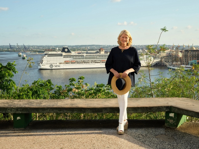 Martha_Stewart_in_front_of_ship-fill-800x600