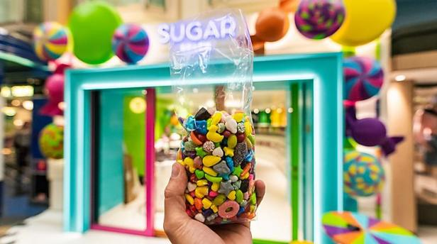 independence-of-the-seas-sugar-beach-assortment-candy-entrance