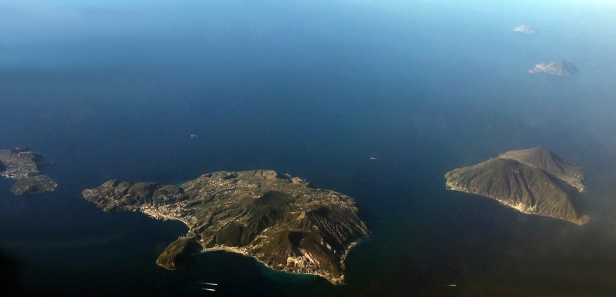 Isole_Eolie_dall'alto