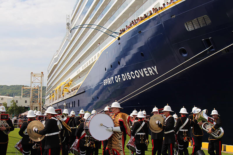 spirit_of_discovery_christening_2