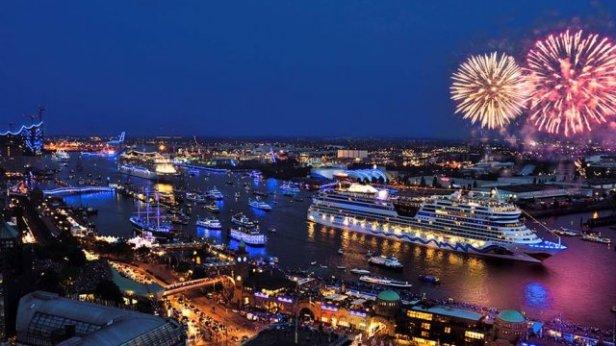 Maritime_Events_Hamburg_Cruise_Days_Feuerwerk_-_767w