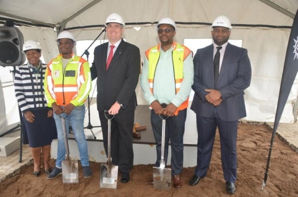 Ross_Volk_centre_of_MSC_Cruises_at_the_Durban_Cruise_Terminal_breaking_ground_ceremony-1_2-fill-800x529